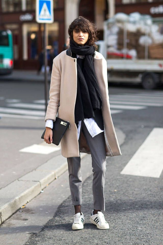 Street style: брючный костюм в холода
