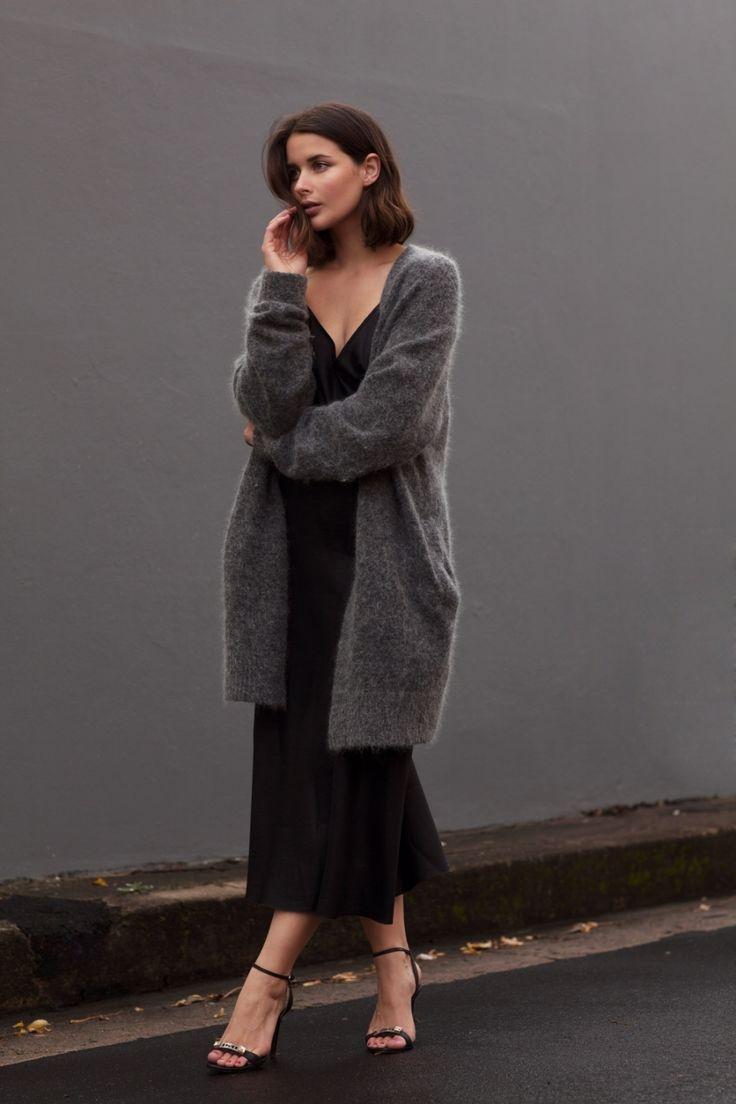 Исподнее напоказ: как носить платье-кобинацию