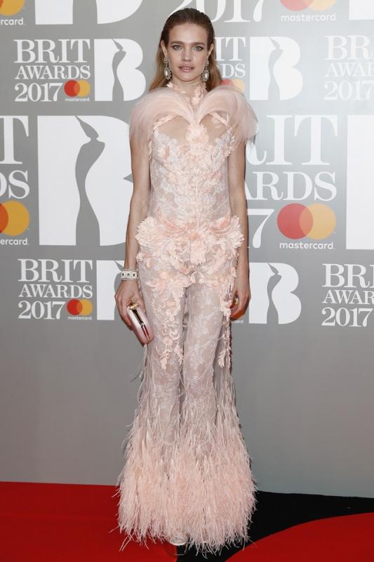 Brit Awards 2017 худшие образы звезд Наталья Водянова