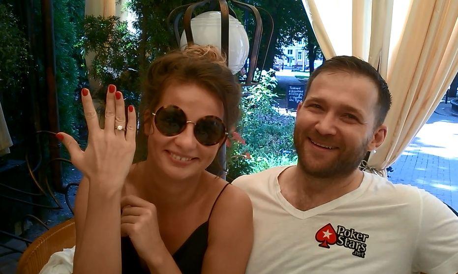 Холостячка Селюкова показала обручальное кольцо с бриллиантом - фото №2