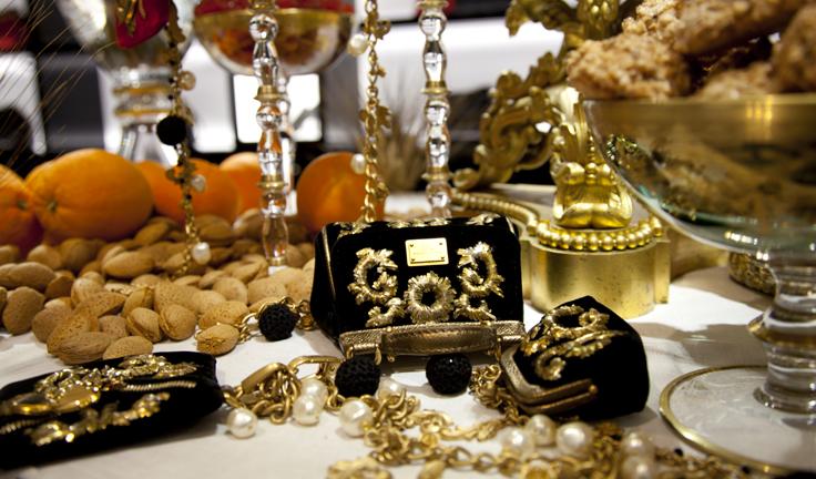 Рождественские аксессуары от Dolce&Gabbana - фото №1