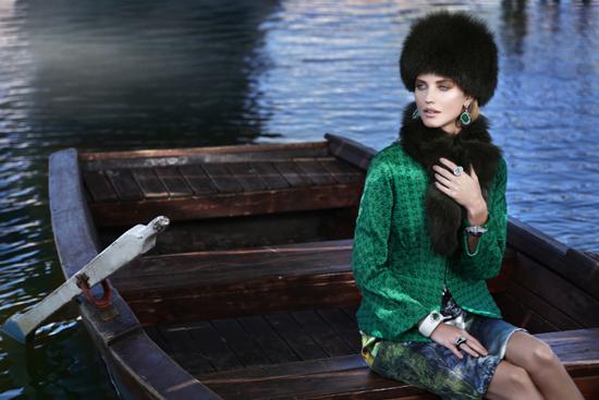 Тренд: изумрудно-зеленый цвет - как и с чем носить - фото №1
