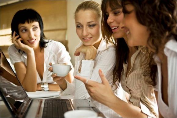 Главные правила дружбы на работе - фото №1