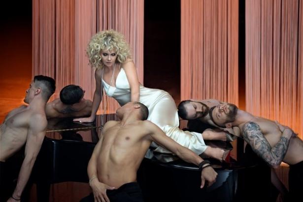 Певица Валерия в наряде в стиле БДСМ презентовала клип «С такими, как ты»: премьера видео - фото №2