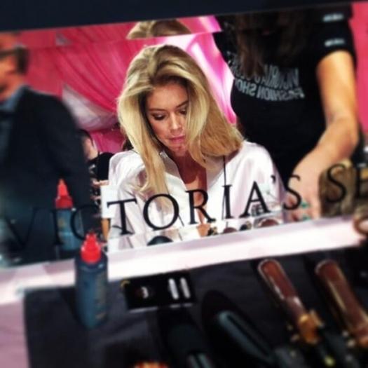 Шоу Victoria`s Secret 2013: подиум, бэкстейдж и красная дорожка - фото №28
