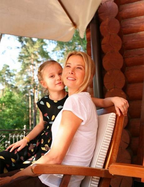Высоцкая с дочкой