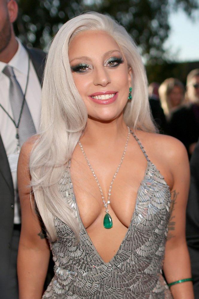 """Леди Гага об изнасиловании: """"Я винила себя в том, что произошло"""" - фото №3"""