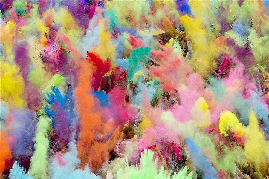 Холостяк 6 отпраздновал свое 31-летие в Индии на красочном празднике Холи - фото №2