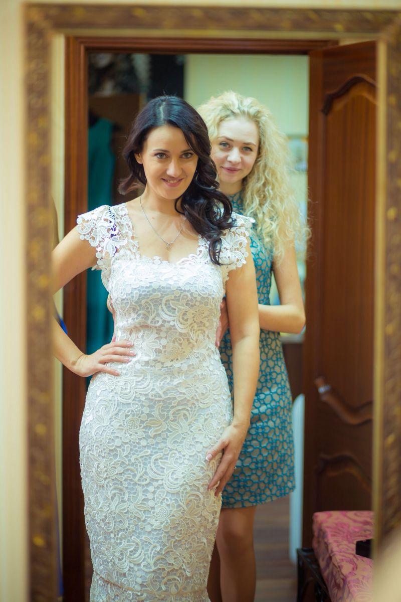 Как выбрать платье на свадьбу подруги - фото №2