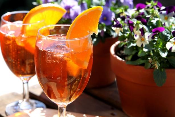 Коктейль «Апероль Шприц»: как приготовить самый популярный напиток, ассоциирующийся с отдыхом - фото №2