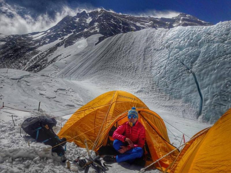 Первая украинка покорила Эверест фото