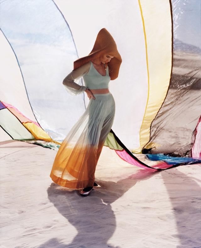 Кендалл Дженнер скрывает лицо в рекламной фотосъемке из-за прыщей - фото №1