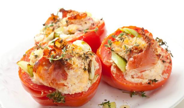 Летняя закуска: помидоры, фаршированные фетой - фото №1