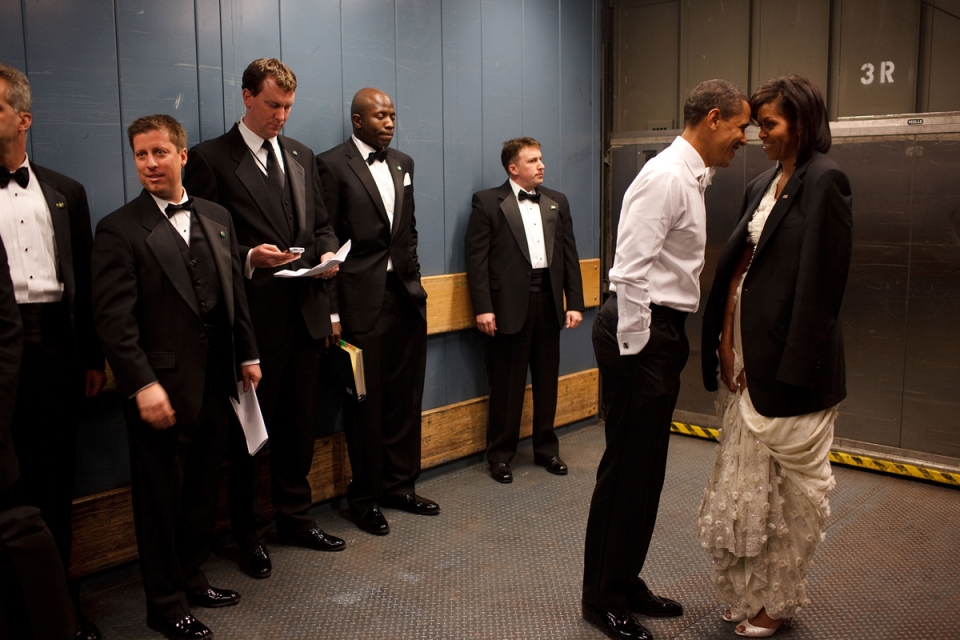 25 лучших лет любви к Мишель: Барак Обама прослезился во время прощальной речи – перевод трогательных слов президента - фото №5