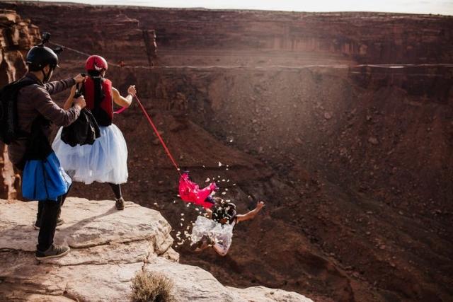 """Свадьба над каньоном: она сказала """"да"""" на высоте 122 метра - фото №7"""
