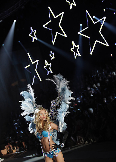 Состоялось модное шоу Victoria`s Secret 2012 - фото №12