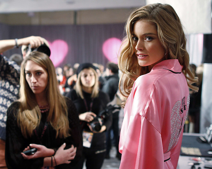 Состоялось модное шоу Victoria`s Secret 2012 - фото №35
