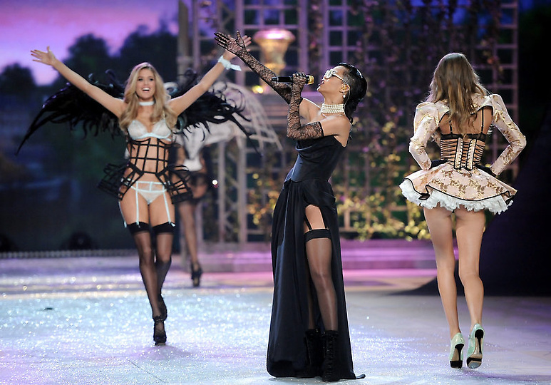 Состоялось модное шоу Victoria`s Secret 2012 - фото №1