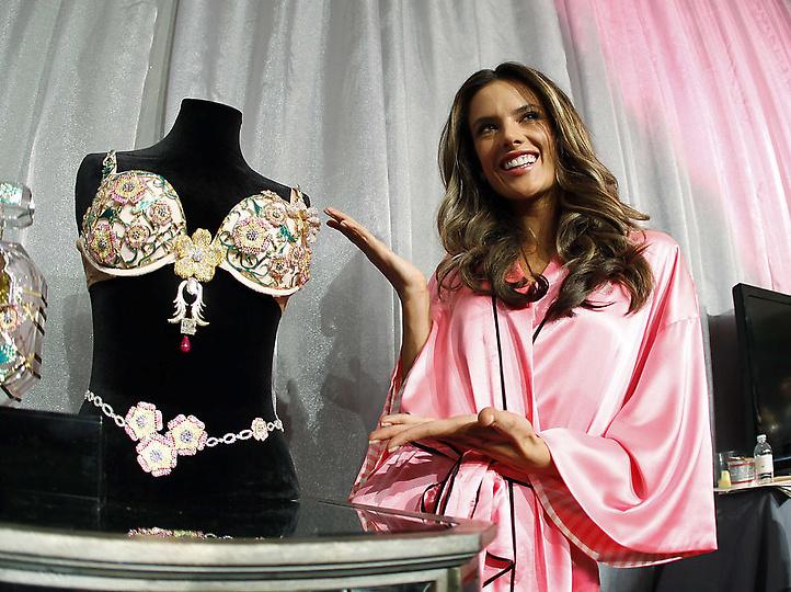 Состоялось модное шоу Victoria`s Secret 2012 - фото №28