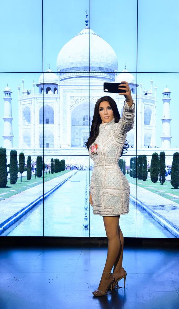 Как зарабатывает деньги Ким Кардашьян - фото №6
