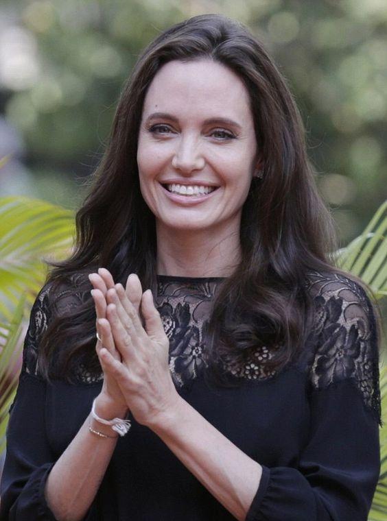 Анджелина Джоли и ее новый спутник готовятся усыновить седьмого ребенка - фото №1