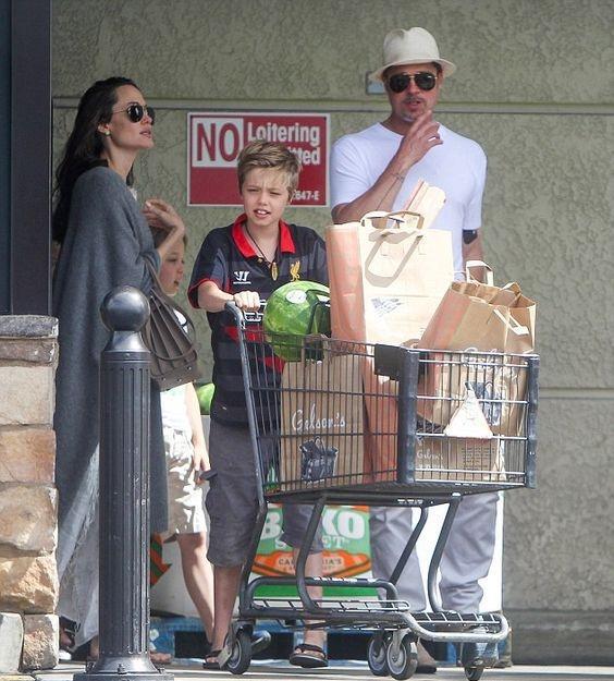 Анджелина Джоли и ее новый спутник готовятся усыновить седьмого ребенка - фото №2