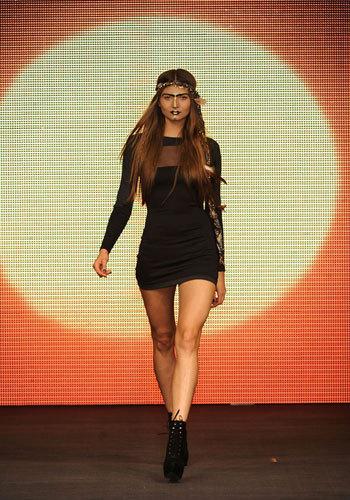 Дебют Бейонсе на Лондонской неделе моды. ФОТО - фото №2