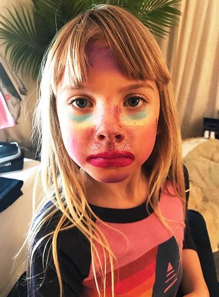 Дочь Пинк в 6 лет записала свой первый бьюти-блог - фото №1