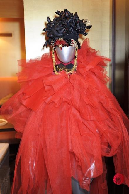 Коллекции красных платьев от украинских дизайнеров - фото №1