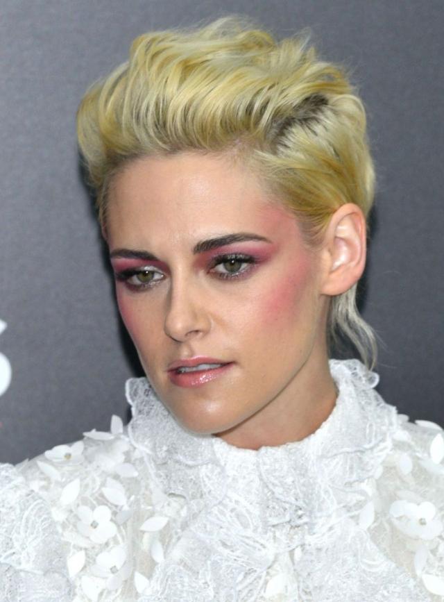 Запастись перекисью: выжженные волосы снова на пике популярности - фото №2