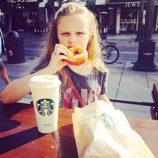 Как дочь Ольги Фреймут попала на Аллею славы, отдыхая с мамой в Лос-Анджелесе - фото №3