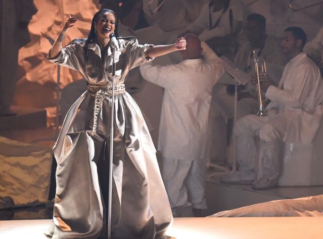 Красная дорожка MTV Video Music Awards-201 Рианна