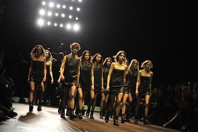 Неделя моды в Париже: Saint Laurent FW 2013-2014 - фото №11