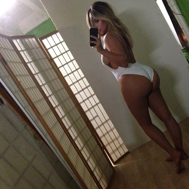 Как звезды используют соцсети: Ким Кардашьян против Камерон Диаз - фото №1