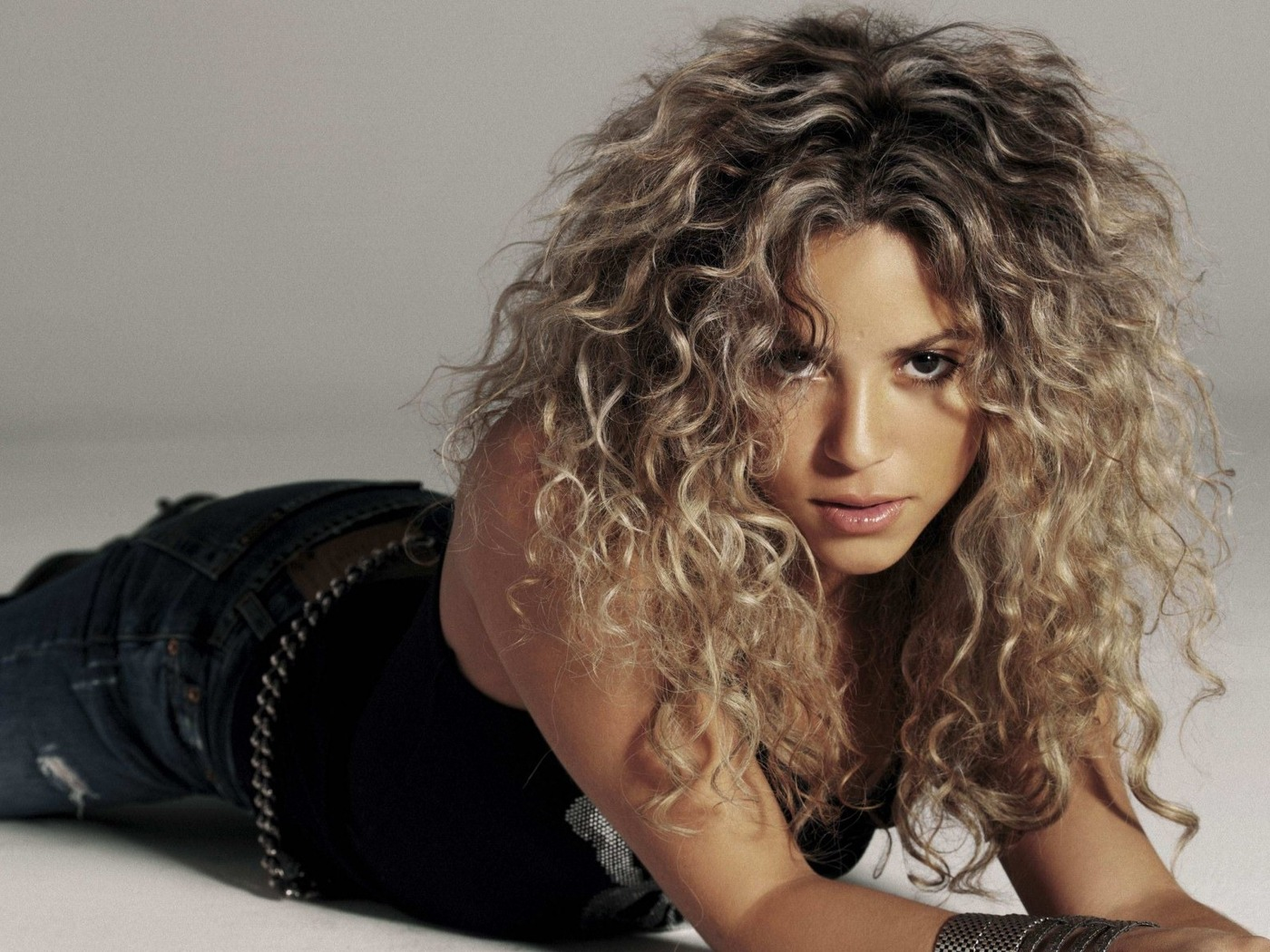 Секреты красоты Шакиры: как певица ухаживает за волосами - фото №3
