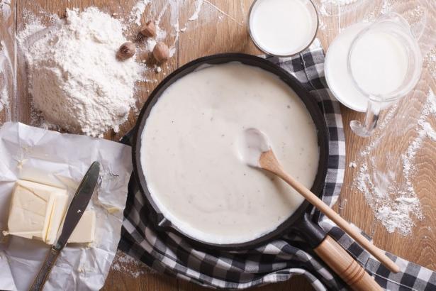 Рецепт белого соуса на новогодние праздники, который идеально подходит к любому мясу - фото №3