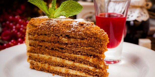 Звездный рецепт от Ольги Сумской: как приготовить торт «Медовик» - фото №2