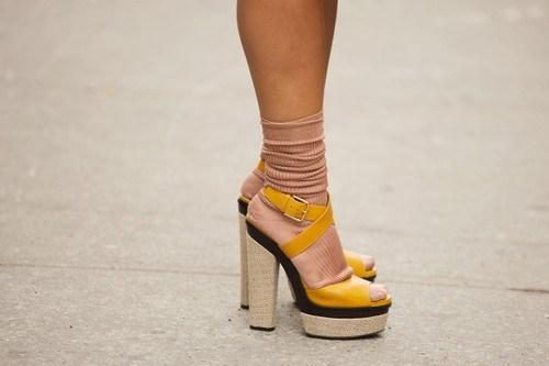 Тренд сезона весна-лето 2014: сочетаем носки и обувь - фото №41