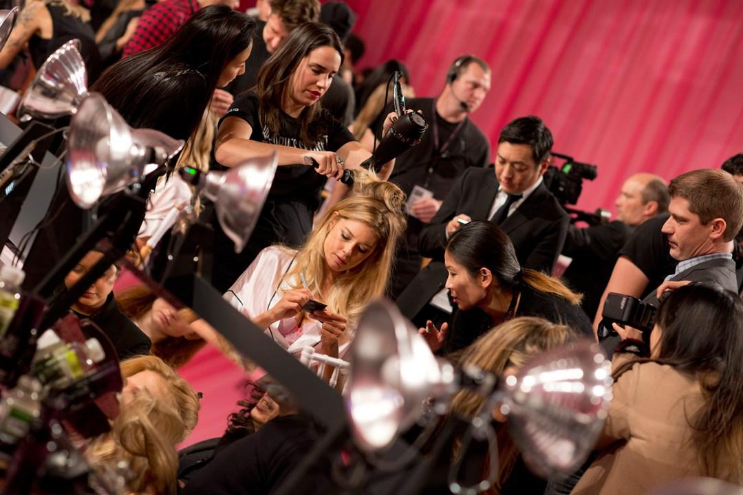 Шоу Victoria`s Secret 2013: подиум, бэкстейдж и красная дорожка - фото №15