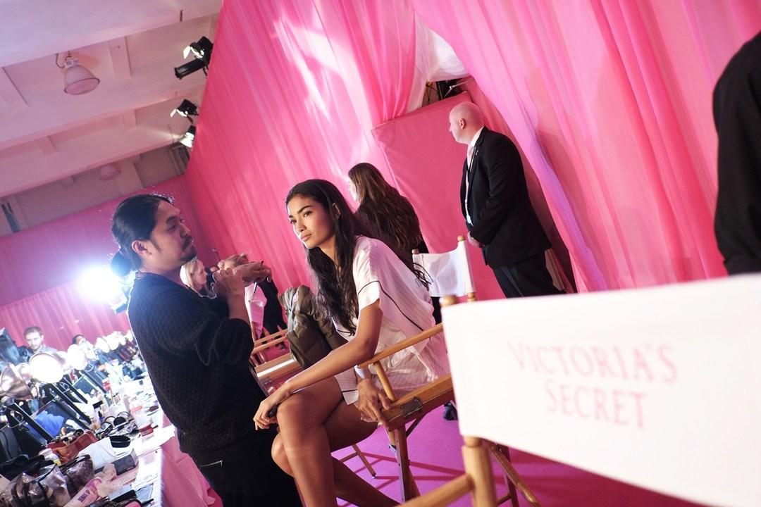Шоу Victoria`s Secret 2013: подиум, бэкстейдж и красная дорожка - фото №17