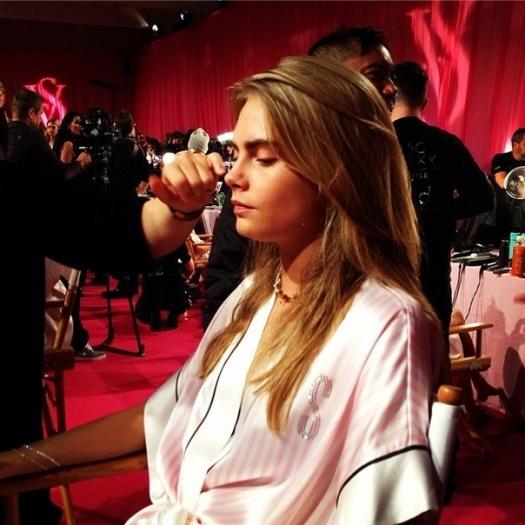Шоу Victoria`s Secret 2013: подиум, бэкстейдж и красная дорожка - фото №27