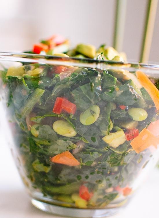 Рецепт капустного салата с соевыми бобами, морковью и авокадо