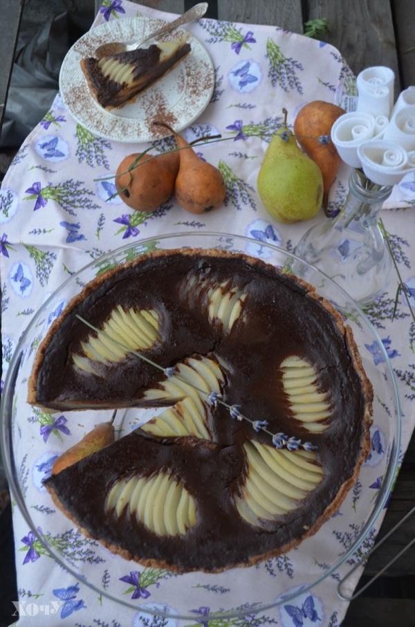 Кулинарная колонка Оли Мончук. Шоколадный тарт с пряными грушами - фото №1