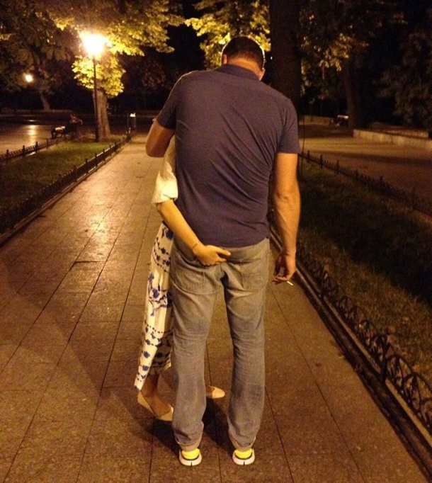 Ксения Собчак поздравила мужа с годовщиной, схватив его за ягодицы (ФОТО) - фото №1