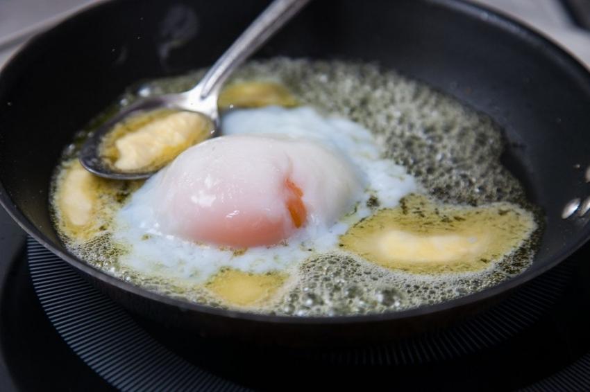 Салат на Пасху со сметаной и лососем