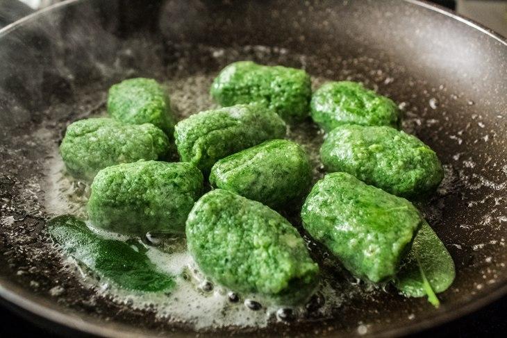 Рецепт странголапрети: зеленые ньокки со шпинатом