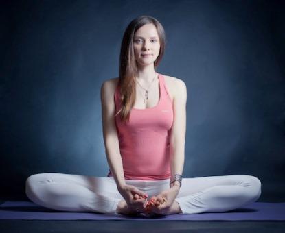 Как йога спасает от стресса: 4 практики для полного релакса - фото №1