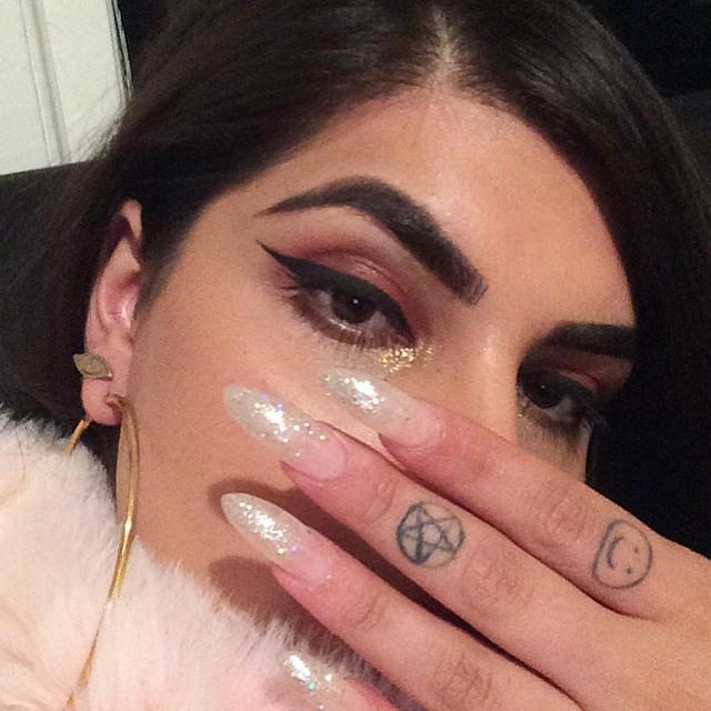 Как прославиться через Инстаграм: Рианна нашла в соцсети героиню клипа - фото №2