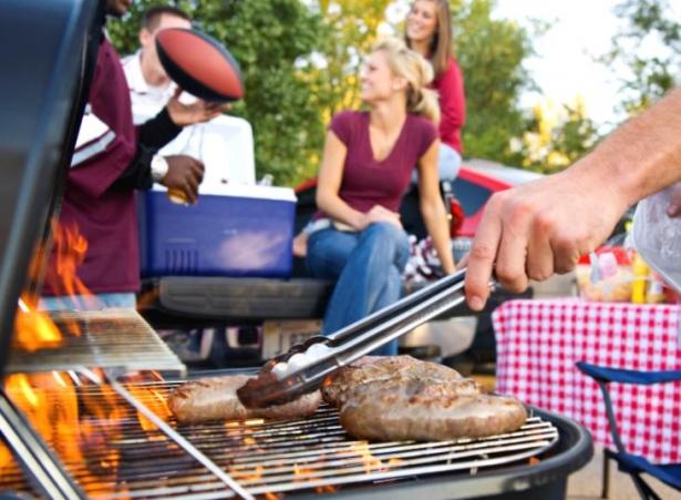 Все для шашлыка и барбекю: столовые приборы, наборы и аксессуары для шашлыка - фото №1
