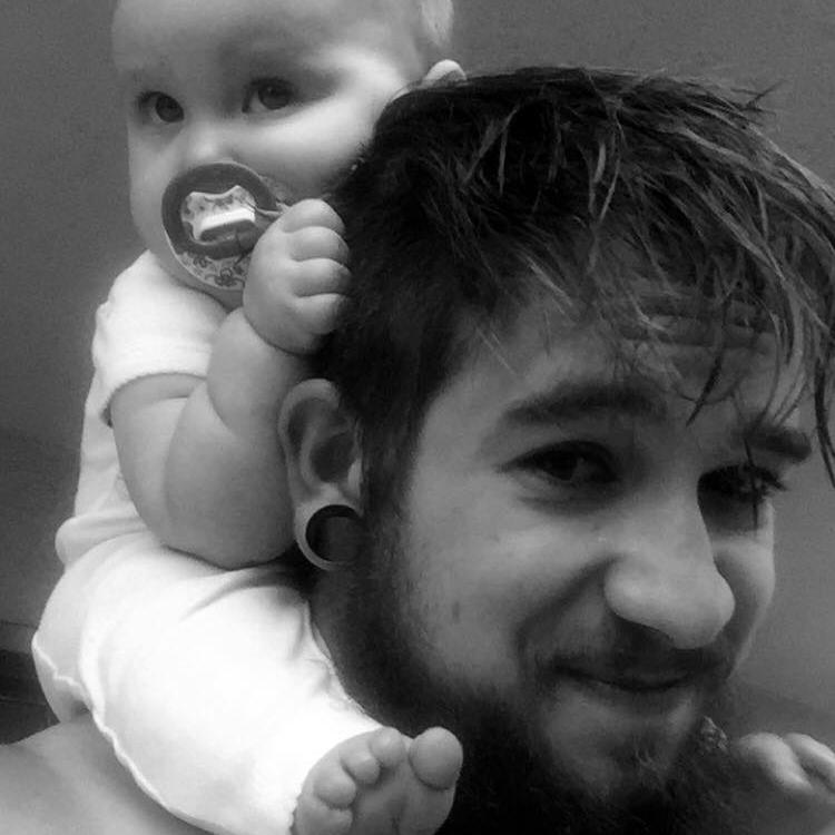 Быть одиноким отцом в 21 год: трогательная история о любви к своей дочери - фото №5
